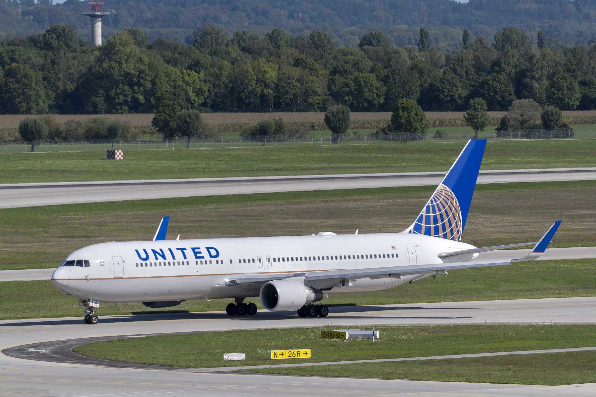united-airlines-5249634_1920